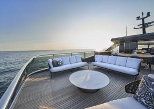 x95-slot-2-interior-sun-deck-2.jpg